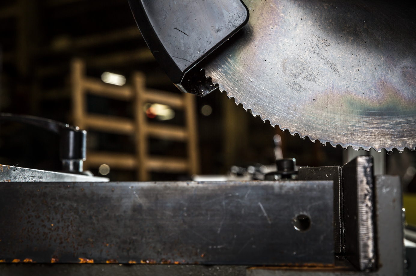 Manually Operated Cold Saw Models That Can Cut Materials Like Butter